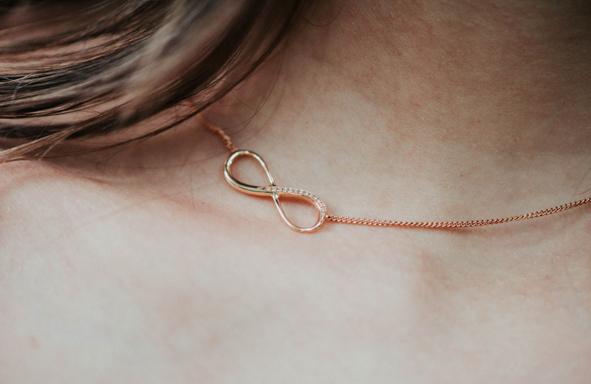 Goldener Hänger, schönes Geschenk, Fair Trade Gold, Fair Trade Schmuck, besonderes Geschenk, Freundschaftskette, Halskette, Brillantkette,