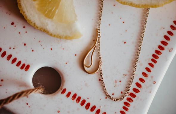 Glücksbringerkette, Anhänger, Schmuckanhänger 750 Gelbgold, Hochzeitsschmuckstück, Fair Trade Gold, Grüngold, Taufschmuck,